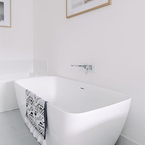 Ultra slim rectangular shaped freestanding bath