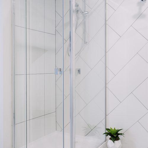 Shower in semi frameless shower screen